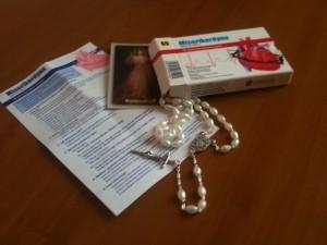 misericordina-scatola-con-coroncina-del-rosario