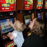 Cnr: per il gioco d'azzardo in calo scommettitori giovani ma boom tra adulti