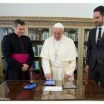 Comunicazione Sociale: il papa invita a guardare la realtà con occhi diversi