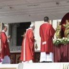 Papa Francesco affida la Chiesa ai santi Pietro e Paolo