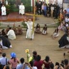 Il papa ha invitato le autorità a seguire i santi del Perù