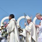 Un matrimonio in volo e la Messa del Papa a Iquique