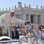 Il papa ai pellegrini di Bologna e Cesena: l'eucarestia è la porta della santità
