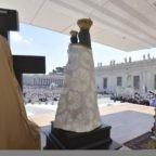 Il papa invita i giovani a non rattristare lo Spirito Santo