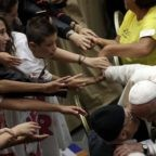 Il Papa all'Age: coltivare la fiducia