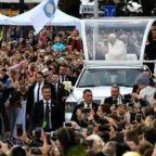 A Vilnius il papa esorta i giovani a non confondere il cammino