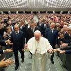 Nella festa della Polizia il papa invita a difendere i deboli
