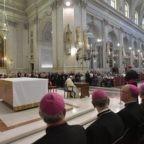 Il papa invita alla gioia della santità