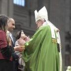 Il papa ai giovani: nel Sinodo una buona vendemmia