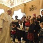 Gli auguri di Natale al papa dai ragazzi dell'Azione Cattolica