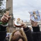 A Roma la Benedizione dei Bambinelli dal papa