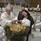 Papa Francesco: il battesimo è un'immersione nella vita