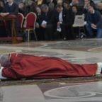 P. Cantalamessa: Croce simbolo di speranza