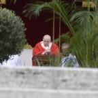 Papa Francesco ai giovani: seguire Gesù sulla via della Croce