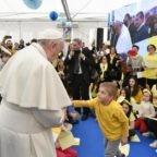 Il papa alla parrocchia: scommettere su Gesù