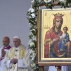 Papa ai fedeli bulgari: Dio sorprende