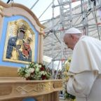 Papa Francesco ai giovani: per camminare occorre la famiglia