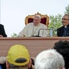 Napoli: il papa indica il mar Mediterraneo laboratorio di pace