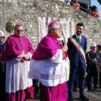 Prato saluta il nuovo vescovo con la 'Cintola' di Maria