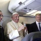 Il papa ai giornalisti: dico le stesse cose di san Giovanni Paolo II