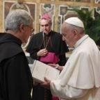 Papa Francesco in un doppio incontro con gli agostiniani per testimoniare la carità