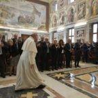 Agli operatori sanitari papa Francesco ribadisce il valore della vita