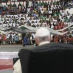 Papa Francesco invita i giovani mozambicani ad essere la 'mano tesa'