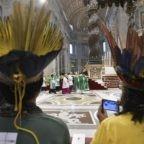 Papa Francesco indica ai padri sinodali il 'fuoco' dello Spirito Santo