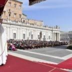 Papa Francesco beatifica i 'santi' della quotidianità