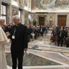 Papa Francesco ai gesuiti chiede una rivoluzione culturale per contrastare ingiustizia e xenofobia