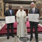 Papa Francesco: grati a papa Benedetto XVI
