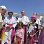 L'arrivo del Papa in Tailandia