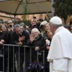 Papa alla Cittadella della Caritas: pazzi di misericordia