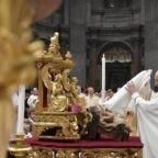 Papa Francesco: accogliere Gesù che illumina il mondo