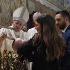 Papa Francesco: il Battesimo è un atto di giustizia