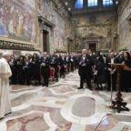 Papa Francesco agli Ambasciatori ha spiegato le priorità della Chiesa
