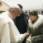 """Un mese fa Papa Francesco ha incontrato la donna cinese dello """"schiaffo di San Silvestro"""". Talvolta il silenzio è eloquente"""