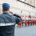 Papa Francesco esprime preoccupazioni per le caserme. Anche in SCV ci sono due caserme: Svizzeri e Gendarmi