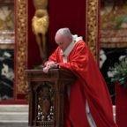 Papa Francesco e la preghiera davanti alle icone care al popolo