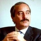 Dove comanda la mafia, i posti nelle Istituzioni vengono tendenzialmente affidati a dei cretini: l'insegnamento di Coppola e Falcone