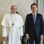 Conte: Papa Francesco mi è vicino. A Eugenio Scalfari gli ricorda Cavour e un po' pure il Papa