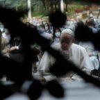Papa Francesco mette sotto la protezione della Madonna il mondo