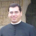 Don Pinna racconta la vita della parrocchia con umorismo