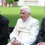 Papa emerito Benedetto XVI a Regensburg per essere accanto al suo fratello Georg, gravemente malato
