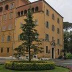 Nell'inchiesta giudiziario vaticano sugli investimenti immobiliari della Segreteria di Stato, oggi arrestato in Vaticano l'uomo d'affari Gianluigi Torzi