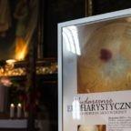 """Il miracolo eucaristico di Legnica in Polonia. Guarigioni, conversioni e pellegrinaggi. """"Cosa mi dirà Dio attraverso questo segno?"""""""