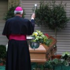L'addio al fratello maggiore di Sua Santità il Papa emerito Benedetto XVI