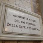"""Santa Sede in crisi di liquidità finanziaria. Richiesta di trasferire tutti i conti correnti """"esteri"""" o Ior all'APSA"""