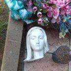 Statue della Madonna e dei Dieci Comandamenti vandalizzate in California