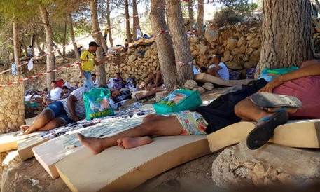 Migranti Hotspot Lampedusa